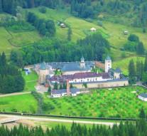 Mănăstirea a fost ridicată de domnitorul Ștefan cel Mare în 1466, iar trupul fostului cîrmuitor al Moldovei este înmormîntat aici.