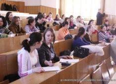Studenție de probă pentru elevii de liceu