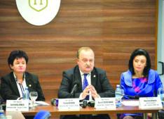 UMF, singura universitate din țară care impune două mandate pentru decani