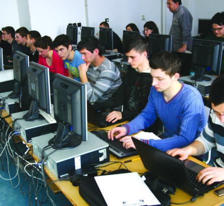 Angajații companiilor IT, profesori fără diplomă pentru studenții de la Informatică
