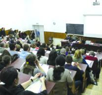 Bursele mărite de guvern, înzăpezite în drum spre universități