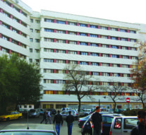 Universităţile caută locuri de parcare în curtea Primăriei