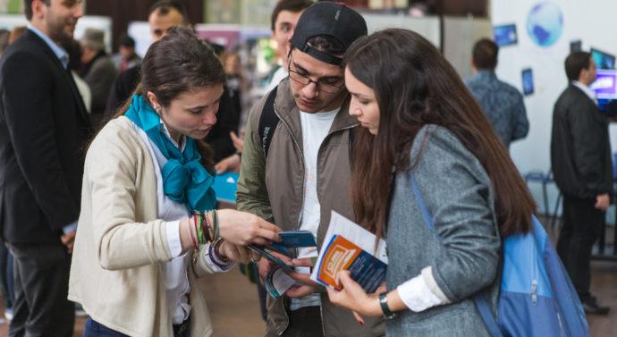 Studenții de la Jurnalism se întîlnesc cu ziariști locali