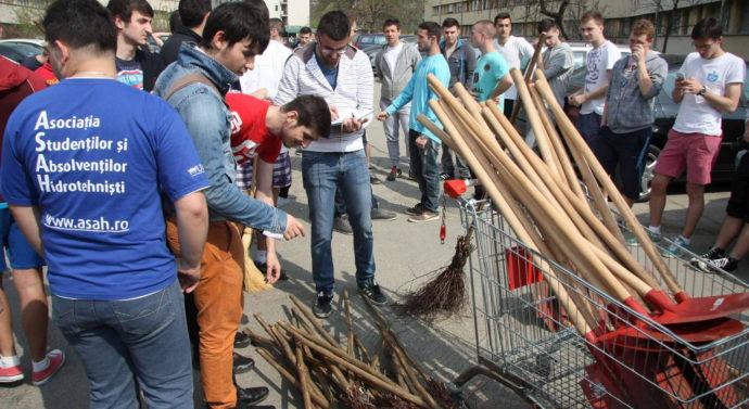 """Ministrul Dialogului Social a ecologizat Campusul """"Tudor Vladimirescu"""" cu studenții"""