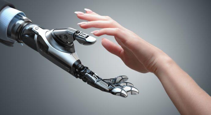 La un pas de a deveni cyborgi